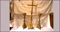 Altar cross  and its two candlesticks in bronze of the 19th century