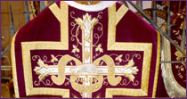 Chasuble in burgundy velvet, embroidered with gold